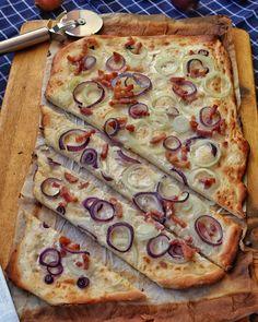 Einfacher Flammkuchen mit Zwiebeln und Speck Vegetable Pizza, Garlic, Sandwiches, Vegetables, Food, Super, Muffins, Low Carb, Pie