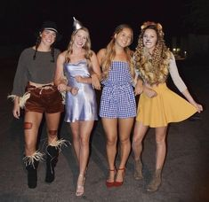 79 Award-Winning Group Halloween Costumes for girls 2020 Halloween Outfits, Funny Group Halloween Costumes, Couples Halloween, Trendy Halloween, Halloween Parties, Halloween 2020, Diy Costumes, Zombie Costumes, Homemade Costumes