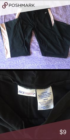 Reebok Black & Pink Exercise Pants Some of the most comfortable and cute on the run pants ever! But too big for me now 💕 sized medium and run high on the waist 😊 Reebok Pants Track Pants & Joggers
