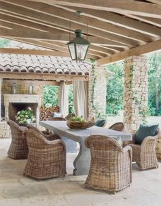 custom backyard kitchen and dining space | custom landscaping | backyard kitchen ideas  #landscapingbackyard