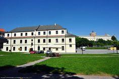 Dom na Podwalu stoi u bram Starego Miasta, najstarszej i najbardziej malowniczej części Lublina. Zdjęcia i oferta: http://www.nocowanie.pl/noclegi/lublin/pensjonaty/71268/ #nocowaniepl #accommodation #vacation #oldtown #travel #Poland