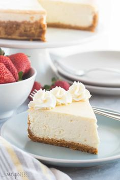 Sub crust & sugar to make THM. This Vanilla Cheesecake is super creamy and not as heavy as traditional baked cheesecake thanks to a good dose of sour cream or Greek yogurt -- it's soft and luscious and perfect with fresh berries! No Bake Vanilla Cheesecake, How To Make Cheesecake, Easy Cheesecake Recipes, Keto Cheesecake, Cheesecake Cupcakes, Chocolate Cheesecake, Pie Recipes, No Bake Desserts, Just Desserts