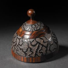Lacy Sputnic, box by Steven Kennard - a woodturner and sculptor living and working in Nova Scotia, Canada. I like how organic the texturing appears. Wood Turning Lathe, Wood Turning Projects, Wood Lathe, Learn Woodworking, Easy Woodworking Projects, Buy Wood, Wood Bowls, Oeuvre D'art, Wood Carving