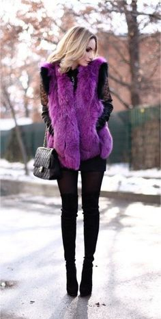 27 Cute Winter Street Style Outfits-my favorite color, but looks too unnatural Purple Fashion, Fur Fashion, Look Fashion, Fashion Outfits, Fashion Design, Street Fashion, Street Chic, Fashion Styles, Casual Outfits