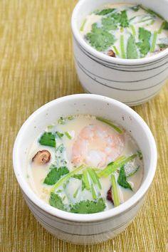 鍋かフライパンがあれば作れます!材料の具はお好みでアレンジ自在♪仕上げに柚子の皮をあしらえば贅沢な香りを楽しめます。 Japanese Dishes, Japanese Food, Japanese Recipes, Vegetable Appetizers, Asian Recipes, Ethnic Recipes, Shrimp Dishes, Looks Yummy, Dinner Menu