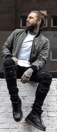 15 Dashing Bearded Men Outfit Ideas To Choose From - - Mode masculine, formes de style et astuces vestimentaires Mode Masculine, Fashion Male, Fashion Trends, Fashion Ideas, Beard Fashion, Fashion Quotes, India Fashion, Urban Fashion Men, Fashion Bloggers