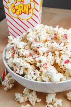 Peppermint Candy Cane Popcorn - This peppermint candy cane popcorn is as easy to make as microwaving some popcorn kernels in a paper bag mixing them with some melted white chocolate and crushed peppermint candy canes before letting it set and enjoying it. Popcorn Recipes, Snack Recipes, Cooking Recipes, Dessert Recipes, Holiday Baking, Christmas Baking, Yummy Snacks, Yummy Food, Christmas Snacks