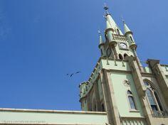 Por que o ceu e azul e os passaros voam? (com acento agudo) | Fotografia de ArtCunha Artesanato em Gesso  24451929 RJ | Olhares.com  Ilha Fiscal, Baia de Guanabara, Rio de Janeiro.