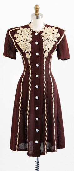 vintage 1930s auburn brown linen art deco dress with mother of pearl buttons | http://www.rococovintage.com
