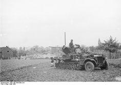 Sd.Kfz.10 with 37mm anti-aircraft gun