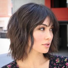 Hottest Absolutely Free Low-Maintenance Short Haircuts That'll Make Life So Much Easier Concepts Who invented the Bob hair? Bob has been primary the league of tendency hairstyles for decades. Medium Short Haircuts, Choppy Bob Haircuts, Hot Haircuts, Layered Bob Hairstyles, Haircuts For Curly Hair, Medium Hair Cuts, Medium Hair Styles, Curly Hair Styles, Haircut Medium