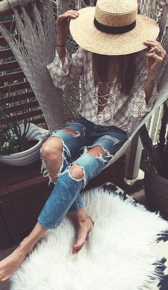 We love the beachy vibes in this boho chic outfit! The ripped jeans add a casual twist to the outfit, which makes it a perfect pairing for our Sail Away espadrille style sneakers: http://www.holsterfashion.com/hs89-sail-away-silver-glitter-p-16266.html
