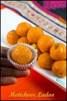Motichoor Ladoo Recipe Indian Dessert Recipes, Indian Sweets, Indian Snacks, Sweets Recipes, Snack Recipes, Diwali Recipes, Sweet Desserts, Easy Desserts, Laddoo Recipe