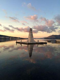 Αργοστόλι Argostoli Ιόνια Νησία  Λίγη Συννεφιά, μέγιστη Θερμοκρασία 18°C, ελάχιστή θερμοκρασία 10°C, άνεμος 2 μποφόρ, υετός 0.0 mm, υγρασία 74%, πιθανότητα βροχόπτωσης 16% Ithaca Greece, Places To See, Things To Do, Weather, Island, Things To Make, Islands, Weather Crafts
