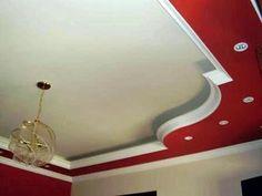 teto decorado branco e vermelho