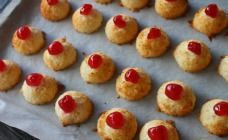 How about baking these amazing 2 ingredient macaroons with your children a really ideal holiday bake that is easy and fast to make . it is so good baking toget Easy Baking Recipes, Cookie Recipes, Dessert Recipes, Kidspot Recipes, Fast Recipes, 2 Ingredient Recipes, Macaroon Recipes, Coconut Macaroons, Macarons
