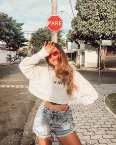 8 Attentive Clever Hacks: Fashion Tips Outfits Plus Size fashion hacks Background fashion trends ready to wear. Cute Poses For Pictures, Poses For Photos, Girl Photos, Tumblr Mode, Style Tumblr, Goals Tumblr, Model Poses Photography, Tumblr Aesthetic Photography, Tumblr Photography Instagram