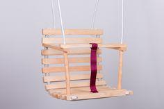 Hölzerne+handgemachte+Schaukel+für+Baby+von+The+Wooden+Horse+auf+DaWanda.com