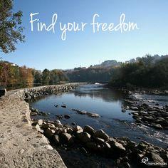 Traveling sets us free!  Encontra a tua liberdade. Viajar liberta-nos!