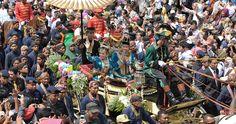 Kirab Pawiwahan Ageng Keraton Ngayogyakarta Hadiningrat. GKR Hayu dan KPH Notonegoro diantara ribuan orang di Yogyakarta.  Phone  WhatsApp: 0857 0111 1819 . PIN BB: 2 5 B 3 E 6 8 7 . Facebook: Foto Ceria . LINE  Instagram: fotoceria . Twitter: @fotoceria . Website: www.fotoceria.com  . fotoceria prewedding couple wedding pernikahan perkawinan menikah pengantin fotografer weddingphotographer Yogyakarta Jogja love RoyalWedding KratonWedding Kraton Kirab CeriaLovers SharePict