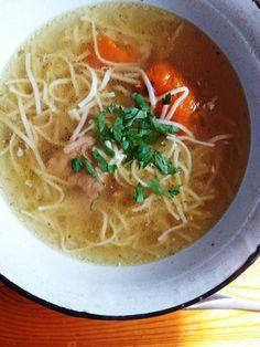 Rosół wołowo-drobiowy Magdy Gessler – Zasmakuj Kuchni Thai Red Curry, Ramen, Drink, Ethnic Recipes, Food, Asia, Essen, Drinking, Beverage