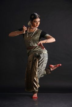 www.indusphotography.com Isadora Duncan, Dance Positions, Yellow Costume, Indian Classical Dance, Dance World, Folk Dance, Dance Poses, Bollywood, Girl Photo Poses
