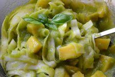 Squashpasta med mangodressing – ca. 605 kcal.