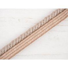 Zierschnur aus Baumwolle – mit Band zum Einnähenbenutzt man hauptsächlich zum Verzieren von Bekleidung für jung und alt. Geeignet auch zum Verzieren vom modischen Zubehör (Schals, Tücher) oder Textilzubehör in der Wohnung oder im Haus (Ki