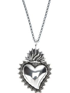 Silver necklace from Ugo Cacciatori featuring a fine chain design, a heart pendant with an opening to the back and a spring-ring fastening.
