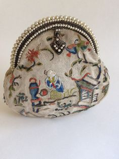 1930-1940 Oriental Theme embroidered purse body with faux pearl French frame ThePurseMuseum.com