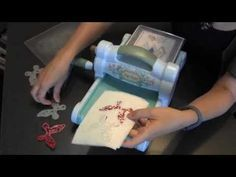 ** BEST EXAMPLE Karen Burniston shows a great trick for Ejecting Wafer Thin dies with Dryer Sheets Card Making Tips, Card Making Tutorials, Card Making Techniques, Making Ideas, Stampin Up Anleitung, Embossing Techniques, Diy Papier, Tips & Tricks, Marianne Design