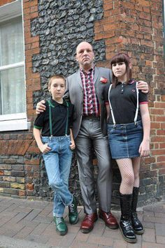 Find images and videos about british, suspenders and skinheads on We Heart It - the app to get lost in what you love. Chica Skinhead, Skinhead Reggae, Skinhead Girl, Skinhead Fashion, Boy Fashion, Mens Fashion, Skinhead Style, Dr. Martens, Botas Dr Martens