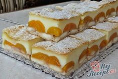 Delicious pudding cake with puff pastry Top-Rezepte.de - A simple cake to fall in love with: puff pastry, pudding, ladyfingers and fruit. Only two packets o - Pudding Desserts, Pudding Cake, Easy Desserts, Puff Pastry Recipes, Cookie Recipes, Dessert Recipes, Soft Gingerbread Cookies, Sweet Cakes, Food Cakes