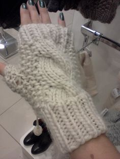 Crochet Gloves, Knitted Hats, Fingerless Gloves, Arm Warmers, Mittens, Needlework, Diy And Crafts, Embroidery, Knitting