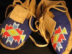 Image is loading VINTAGE-NATIVE-AMERICAN-BEADED-MOCCASINS