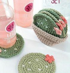 Crochê para vender – Ideias e receitas para lucrar com artesanato – Fashion Bubbles Crochet Gifts, Cute Crochet, Things To Crochet, Crochet Art, Crochet Christmas Gifts, Crochet Motif, Confection Au Crochet, Crochet Amigurumi, Crochet Beanie