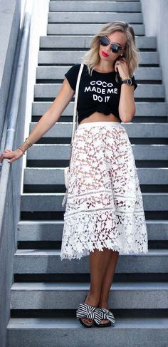 Outfit for Dubai: white lace midi skirt, striped slides, black and white, gold, jewelry, Essie apres-chic, silver nails, bows, summer look, Dubai, style, streetstyle, summer outfit