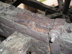 03-In lavorazione: particolare, sono evidenti i bulloncini con cui in tempi recenti hanno fissato i supporti delle pale.
