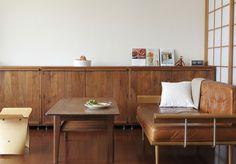 リビングは収納棚を活用してすっきりと。/暮らし上手さんの飾り方・しまい方(「はんど&はあと」2012年10月号)
