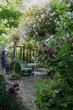 40 Awesome Secret Garden Design Ideas For Summer - Backyard Garden Inspiration Unique Garden, Diy Garden, Dream Garden, Garden Paths, Garden Art, Summer Garden, Cacti Garden, Natural Garden, Flowers Garden