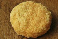K přípravě budete potřebovat:     1 hermelín  hrst kuskusu připraveného podle návodu  1 vejce   Na omáčku:  1PL rybízové zavařeniny...