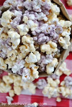 Popcorn recipes, of course! These homemade popcorn recipes below come in all of your favorite varieties. Gourmet Popcorn, Popcorn Snacks, Popcorn Balls, Flavored Popcorn, Popcorn Recipes, Jelly Recipes, Snack Recipes, Homemade Popcorn, Jello Popcorn