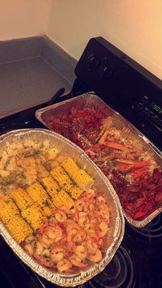 for more popping pins add Seafood Boil Recipes, Shrimp Recipes, Junk Food Snacks, Boiled Food, Food Goals, Food Cravings, Pasta, I Love Food, Soul Food