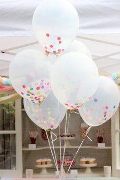 Os balões com confete podem ser uma opção barata de decoração. Clique e veja outras dicas para fazer uma festa de #Carnaval sem sair de casa!