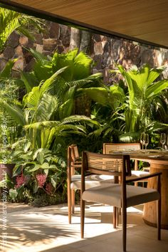 Tropical Garden Design Ideas - Have A Holiday Resort Right At Home To Make. - Tropical Garden Design Ideas – Have A Holiday Resort Right At Home To Make Your Holiday Mor - Tropical Garden Design, Tropical Landscaping, Tropical Houses, Tropical Backyard, Design Exterior, Interior And Exterior, Interior Plants, Kitchen Interior, Outdoor Rooms