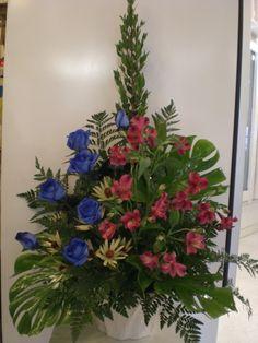 Flower Arrangement, Floral Arrangements, Funeral Flowers, Saddles, Amazing Flowers, Flower Designs, Gardening, Wreaths, Shapes
