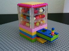 Instructions for building a lego candy dispenser! Might need to build this for the Lego block party at First Presbyterian Church. Candy Dispenser, Projects For Kids, Diy And Crafts, Crafts For Kids, Lego Friends, Lego Candy, Van Lego, Lego Club, Lego Craft