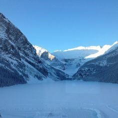What a view! Lake Louise in the winter. Top Honeymoon Destinations, Honeymoon Ideas, Lake Louise Ski Resort, Mountain Resort, Natural Beauty, Places To Go, Canada, Advice, Snow