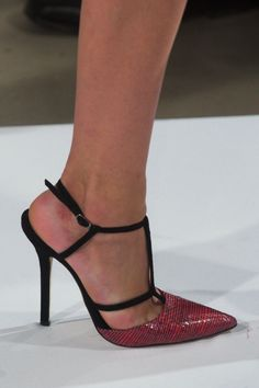 Oscar de la Renta at New York Fashion Week Fall 2014 - StyleBistro