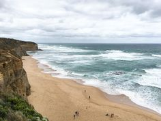 Great Ocean Road in Australia: On a tour from Melbourne or a roadtrip you may see the Twelve Apostles, surfer beaches, koalas and kangaroos.